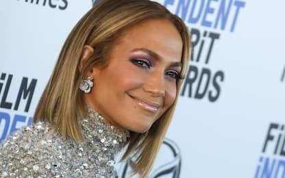 "Jennifer Lopez romantica su Instagram: ""Abbracciate le persone amate"""