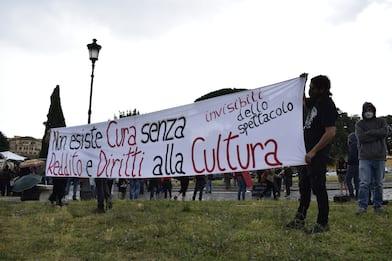 """Covid a Roma, lavoratori spettacolo: """"Serve la formazione retribuita"""""""
