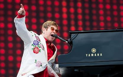Elton John contro il Vaticano dopo no alla benedizione di coppie gay
