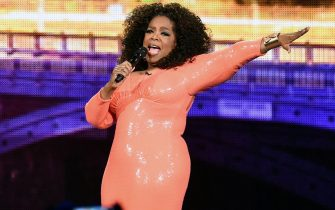 epa05052602 A picture made available on 03 December 2015 shows US talk show host Oprah Winfrey on stage for the start of her show An Evening with Oprah at Rod Laver Arena in Melbourne, Australia, 02 December 2015. Oprah Winfrey performed in her first Australian show as part of a multi-city arena tour.  EPA/TRACEY NEARMY AUSTRALIA AND NEW ZEALAND OUT