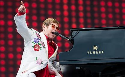 Elton John paga un intervento chirurgico all'ex fidanzata