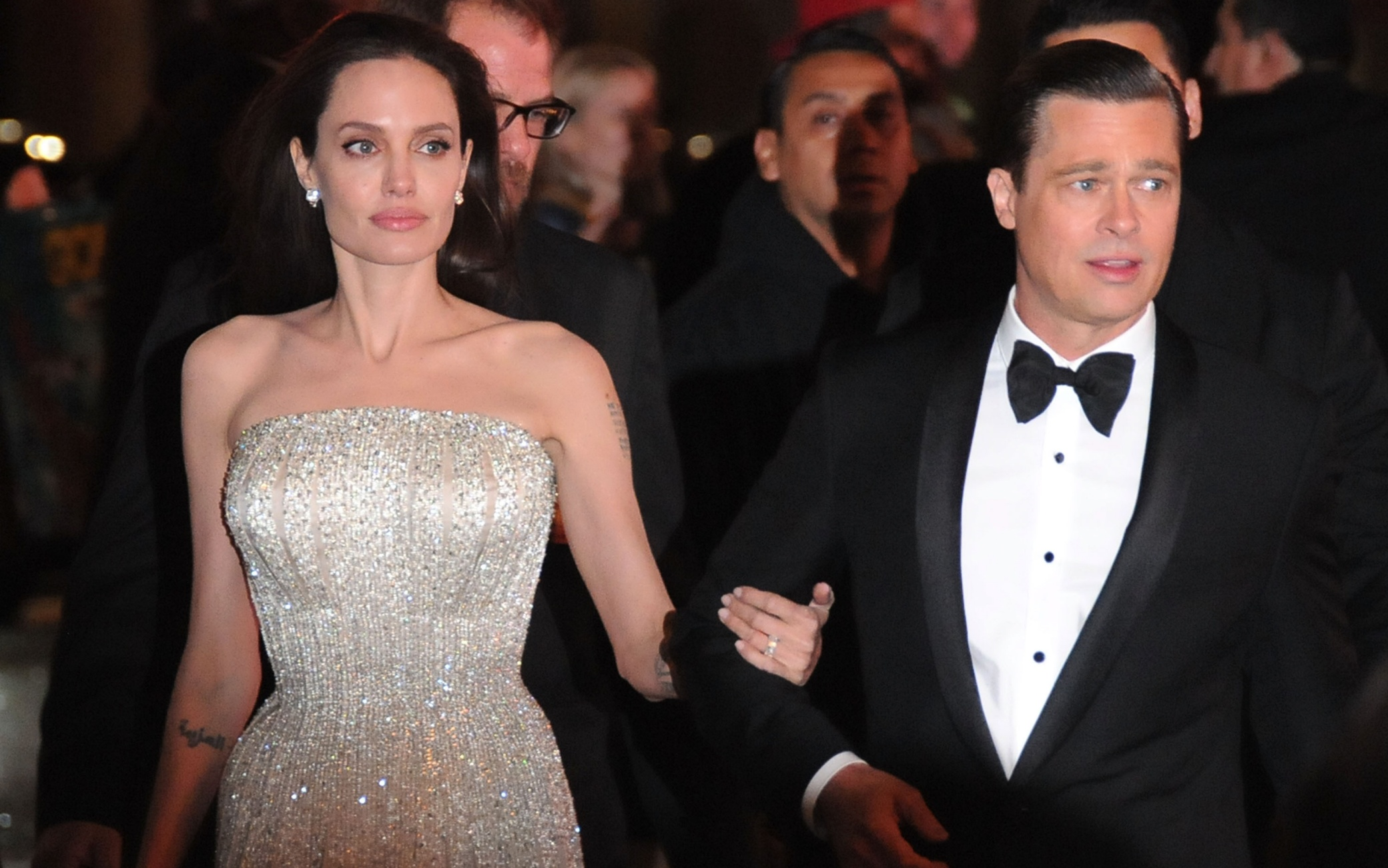 Angelina Jolie S Wedding To Brad Pitt I Did It For The Sake Of My Children Oi Canadian