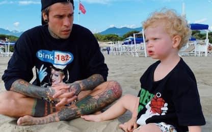 Fedez e Leo, sfida a colpi di stile: Blink-182 o Green Day?