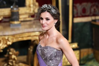 MADRID, SPAIN - FEBRUARY 27:  Queen Letizia of Spain attends a Gala Dinner in honour of Peruvian President Martin Alberto Vizcarra     and wife at the Royal Palace on February 27, 2019 in Madrid, Spain. (Photo by Pool/Getty Images)