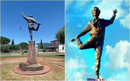 """Roberto Benigni telefona allo scultore: """"Come sta la mia statua?"""""""