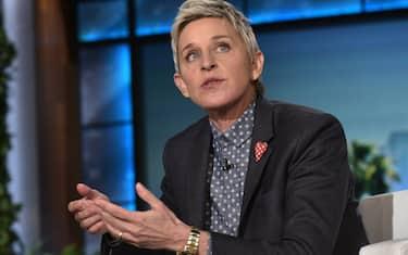 US President Barack Obama and talk show host Ellen DeGeneres are seen during a break in the taping of The Ellen DeGeneres show at Warner Brothers Studios in Burbank, California on February 11, 2016. / AFP / Mandel Ngan        (Photo credit should read MANDEL NGAN/AFP via Getty Images)