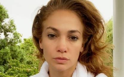 Jennifer Lopez si mostra senza trucco: la foto