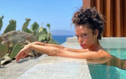 Raffaella Fico, la bellezza illumina Mykonos