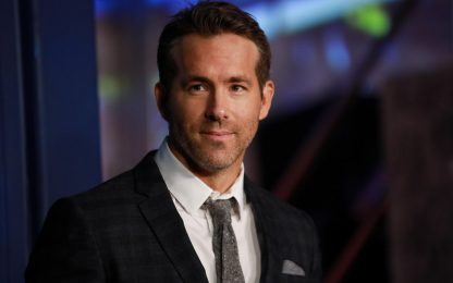 """L'appello di Ryan Reynolds ai ragazzi: """"il Covid uccide ancora"""""""