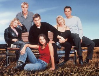 """The cast of """"Dawson's Creek."""" (Season 3) Back row: James Van Der Beek. Middle row: Michelle Williams, Joshua Jackson, Meredith Monroe and Kerr Smith. Front row: Katie Holmes.   2000 Columbia/TriStar International Television. A Sony Pictures Entertainment Company."""