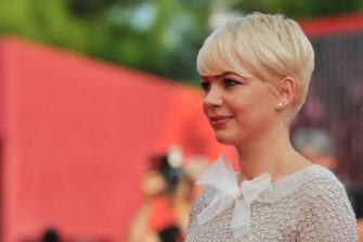 """VENICE, ITALY - SEPTEMBER 05:  Actress Michelle Williams attends the """"Meek's Cutoff"""" premiere during the 67th Venice Film Festival at the Sala Grande Palazzo Del Cinema on September 5, 2010 in Venice, Italy.  (Photo by Pascal Le Segretain/Getty Images)"""
