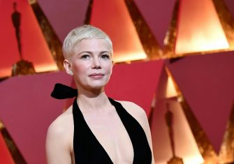 """Nominee for Best Supporting Actress """"Manchester By The Sea"""" Michelle Williams arrives on the red carpet for the 89th Oscars on February 26, 2017 in Hollywood, California.  / AFP / ANGELA WEISS        (Photo credit should read ANGELA WEISS/AFP via Getty Images)"""