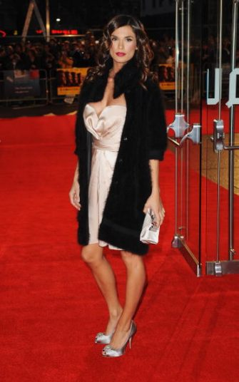 LONDON, ENGLAND - OCTOBER 15:  Elisabetta Canalis, girlfriend of actor George Clooney arrives for the premiere of 'The Men Who Stare At Goats' during the Times BFI 53rd London Film Festival at the Odeon Leicester Square on October 15, 2009 in London, England.  (Photo by Samir Hussein/Getty Images)