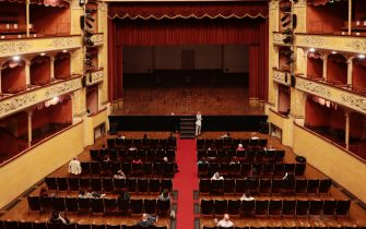 Si alza ufficialmente il sipario nei teatri ERT in Emilia-Romagna dopo il lockdown con la presenza del pubblico e con le misure di distanziamento sociale, con il primo dei cinque incontri al Teatro Storchi di Modena per una riflessione sul valore e sulla funzione pubblica del teatro,tenuti dal direttore di Ert Claudio Longhi.Modena,16 Giugno 2020.ANSA/ELISABETTA BARACCHI