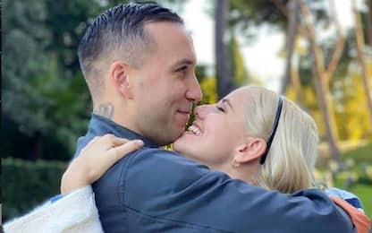 Briga e la proposta di matrimonio social alla fidanzata Arianna