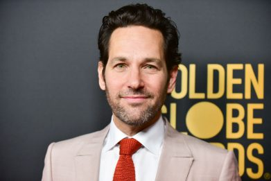 USA, Paul Rudd regala biscotti agli elettori in coda per votare. VIDEO