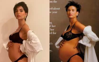 Emily Ratajkowski posa col pancione imitando Demi Moore