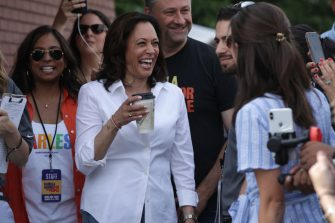 DES MOINES, IOWA - AUGUST 10: Democratic presidential candidate U.S. Sen. Kamala Harris (D-CA), her husband Douglas Emhoff and her sister Maya Harris prior to her delivering a campaign speech at the Des Moines Register Political Soapbox at the Iowa State Fair on August 10, 2019 in Des Moines, Iowa. 22 of the 23 politicians seeking the Democratic Party presidential nomination will be visiting the fair this week, six months ahead of the all-important Iowa caucuses. (Photo by Alex Wong/Getty Images)