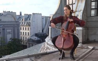 parigi_violoncellista_lockdown