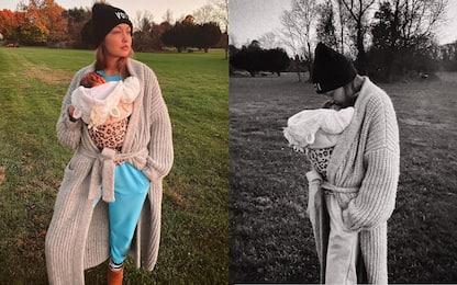 Gigi Hadid, la foto social con la figlia in attesa del Natale
