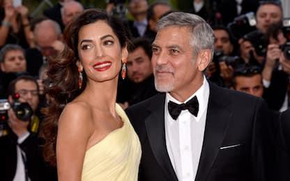 """I figli di George Clooney parlano italiano: """"arma contro me e Amal"""""""