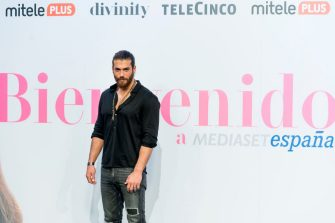 MADRID, SPAIN - NOVEMBER 26: Turkish actor Can Yaman attends 'Volverte a ver' photocall on November 26, 2019 in Madrid, Spain. (Photo by Juan Naharro Gimenez/Getty Images)