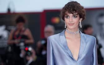 (KIKA) - VENICE -Venezia 76: Bella Thorne dares a see-through dress on the red carpet of Joker