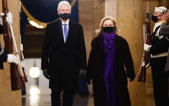Former US President Bill Clinton arrives with former Secretary of State Hillary Clinton before the inauguration of President-elect Joe Biden as the 46th President of the United States on the West Front of the US Capitol in Washington,DC on January 20, 2021. (Photo by JIM LO SCALZO / POOL / AFP) (Photo by JIM LO SCALZO/POOL/AFP via Getty Images)