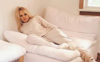 Pamela Anderson su Instagram: lascio i social, controllano le menti