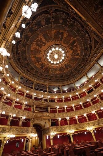 Il teatro Carignano aderisce all'iniziativa 'Facciamo luce', promossa in tutta Italia, accendendo le luci interne a favore della riapertura dei teatri, Torino 22 febbraio 2021. ANSA/TINO ROMANO