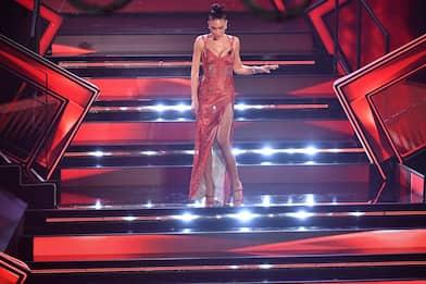 Sanremo 2021, tutti i vestiti di Elodie durante la seconda serata.FOTO
