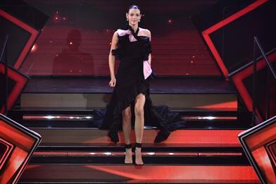 Sanremo 2021, tutti i vestiti di Vittoria Ceretti nella serata duetti