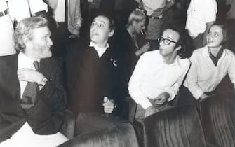 ROMA, 1976 I CONDUTTORI DELLA TRASMISSIONE TV: L'ALTRA DOMENICA LUCIANO DE CRESCENZO - RENZO ARBORE - ROBERTO BENIGNI ED ISABELLA ROSSELLINI ©