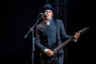 PORTSMOUTH, ENGLAND - AUGUST 24:  Pete Doherty of The Libertines performs on stage on Day 1 of Victorious Festival at Southsea Seafront on August 24, 2018 in Portsmouth, England.  (Photo by Joseph Okpako/WireImage)
