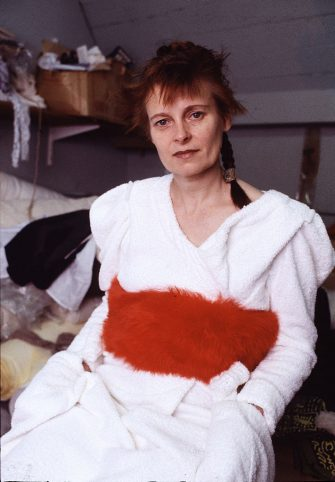 English fashion designer Vivienne Westwood at her studio, London, circa 1982. (Photo by Michael Putland/Getty Images)