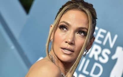 Jennifer Lopez posa senza anello: di nuovo crisi con il marito A.Rod?