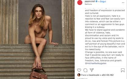 Valentino, la foto di Michael Bailey-Gates nudo scatena odio omofobo