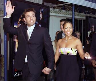 (KIKA) - LOS ANGELES - Jennifer Lopez compie 50 anni. La star di origini portoricane è nata il 24 luglio del 1969 a Castle Hill ed è cresciuta a New York.GUARDA ANCHE: L'uomo in più di Jennifer Lopez? à luià proprio nella grande mela che la diva muove i primi passi nel mondo dello spettacolo. Il successo la porta a Los Angeles, dove consolida la sua carriera nella musica e nel cinema.AMORI, SUCCESSI E SEGRETI DELLA DIVA[galleria]Tanti amori, successi impossibili da contare e una bellezza che rimane ancora oggi senza tempo: nonostante le cinquanta candeline, infatti, JLo ha un corpo da urlo, il viso di una ragazzina senza l'aiuto di punturine o altri interventi chirurgici e una classe che l'intero showbiz le ha da sempre riconosciuto.GUARDA ANCHE: Jennifer Lopez: tutti i suoi look più sexyQuella di Jennifer Lopez è una carriera che non conosce freni, scandali o scheletri nell'armadio. Ecco tutto quello che non sapete su JLo: amori, carriera e segreti di bellezza.GUARDA IL VIDEO[video id=199864 title=C'era_una_volta_a_Hollywood:_la_premiere_a_Los_Angeles mp4=https://www.kikapress.com/kikavideo/mp4/kikavideo_199864.mp4 plink=cera-una-volta-a-hollywood-la-premiere-a-los-angeles]