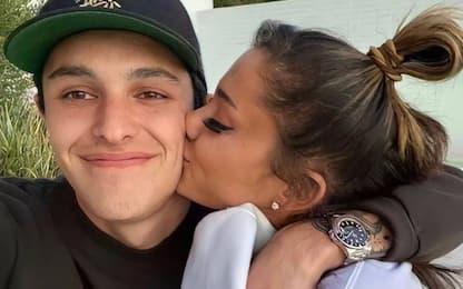 Ariana Grande ha sposato in gran segreto Dalton Gomez: i dettagli