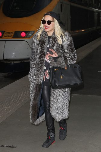 PARIS, FRANCE - NOVEMBER 15:  Singer Rita Ora is seen arriving at 'Gare Du Nord' on November 15, 2012 in Paris, France.  (Photo by Marc Piasecki/FilmMagic)