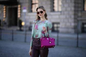 BERLIN, GERMANY - MARCH 22: Mandy Bork wearing green Zara top, Edited pants, Bottega Veneta shades and pink Hermès Birkin bag on March 22, 2021 in Berlin, Germany. (Photo by Jeremy Moeller/Getty Images)