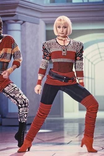 Italian TV host, actress, singer and showgirl Raffaella Carrà (Raffaella Maria Roberta Pelloni) dancing in the TV music show Il principe azzurro. Italy, 1989. (Photo by Rino Petrosino/Mondadori via Getty Images)
