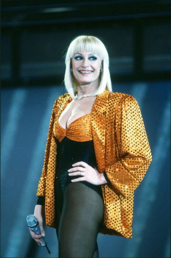 Italian television presenter and singer Raffaella Carrà on stge during a television show, Milan, Italy, 2nd January 1988. (Photo by Leonardo Cendamo/Getty Images)