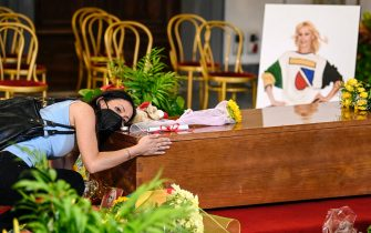 People  pay their respects as Raffaella Carra lies in state in the Protomoteca hall of Rome's Capitol, Italy, 07 July 2021. Raffaella Carra died on 05 July 2021 at the age of 78.  ANSA/RICCARDO ANTIMIANI