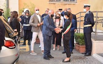Corteo funebre in onore della presentatrice Raffaella Carra, morta pochi giorni fa arriva al campidoglio dove è accolta dalla sindaca di Roma Virigina Raggi