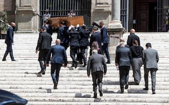 The arrival of Raffaella Carra's coffin for the funeral in the Church of Santa Maria in Ara Coeli in Rome, Italy, 09 July 2021. ANSA/ANGELO CARCONI