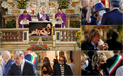 Raffaella Carrà, i funerali: parenti e amici per l'ultimo addio. FOTO