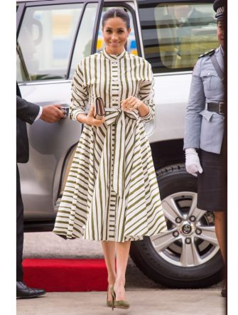 NUKU'ALOFA, TONGA - OCTOBER 26:  Meghan, Duchess of Sussex, visits an exhibition of Tongan handicrafts, mats and tapa cloths at the Fa'onelua Convention Centre on October 26, 2018 in Nuku'alofa, Tonga. The Duke and Duchess of Sussex are on their official 16-day Autumn tour visiting cities in Australia, Fiji, Tonga and New Zealand. (Photo by Dominic Lipinski - Pool/Getty Images)