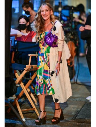"""NEW YORK, NEW YORK - JULY 17:  Sarah Jessica Parker seen on the set of """"And Just Like That..."""" the follow up series to """"Sex and the City"""" at Webster Hall on July 17, 2021 in New York City. (Photo by James Devaney/GC Images)"""