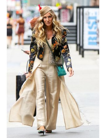 """NEW YORK, NY - JULY 13: Sarah Jessica Parker is seen on the film set of the """"And Just Like That"""" TV Series on July 13, 2021 in New York City.  (Photo by MediaPunch/Bauer-Griffin/GC Images)"""